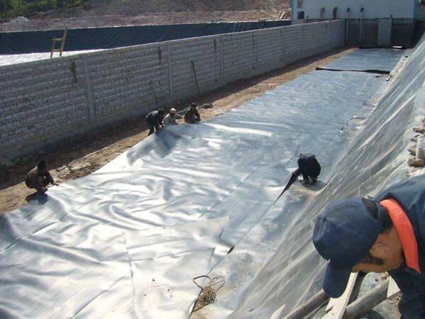 如何建设防渗膜蓄水池?