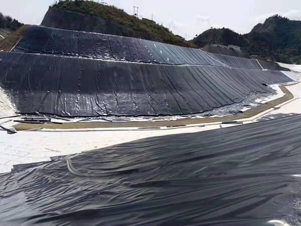 水库大坝土工膜如何处理接缝?