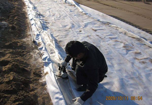 阐述3种人工湖防渗防水方法的优缺点