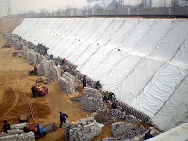 复合土工膜用于水库斜墙防渗坝考虑事项