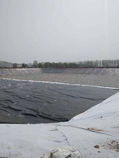 垃圾填埋场渗滤液调节池覆盖膜的作用